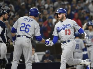 Chase Utley greets Dodgers surprise hero Max Muncy